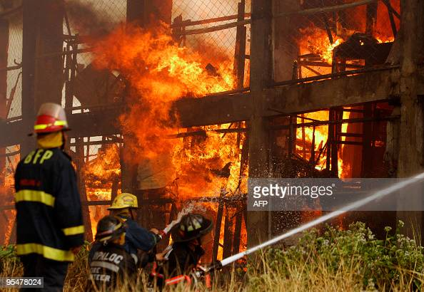 Firemen battle to control a fire as it engulfs a residential area in Makati City suburban Manila on December 23 2009 The fire gutted around 700...