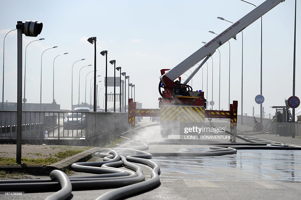 Firemen fight a fire that caught in a factory on April 25, 2013 in the Paris' suburb of Bobigny. Some 250 people from the Roma community were evacuated as the fire spread in their camp.