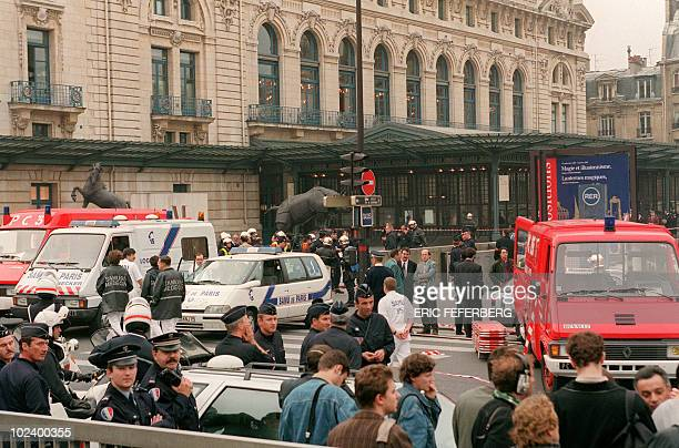 Firemen policemen and rescue workers secure the perimeter and attend to wounded at the site of a bomb attack on October 17 1995 next to the Orsay...