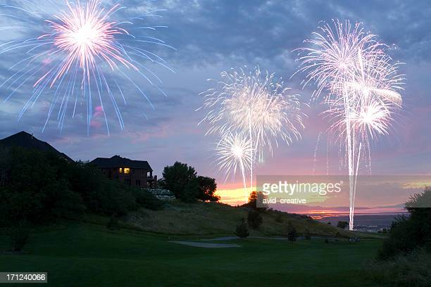 花火のゴルフコースに沈む夕日