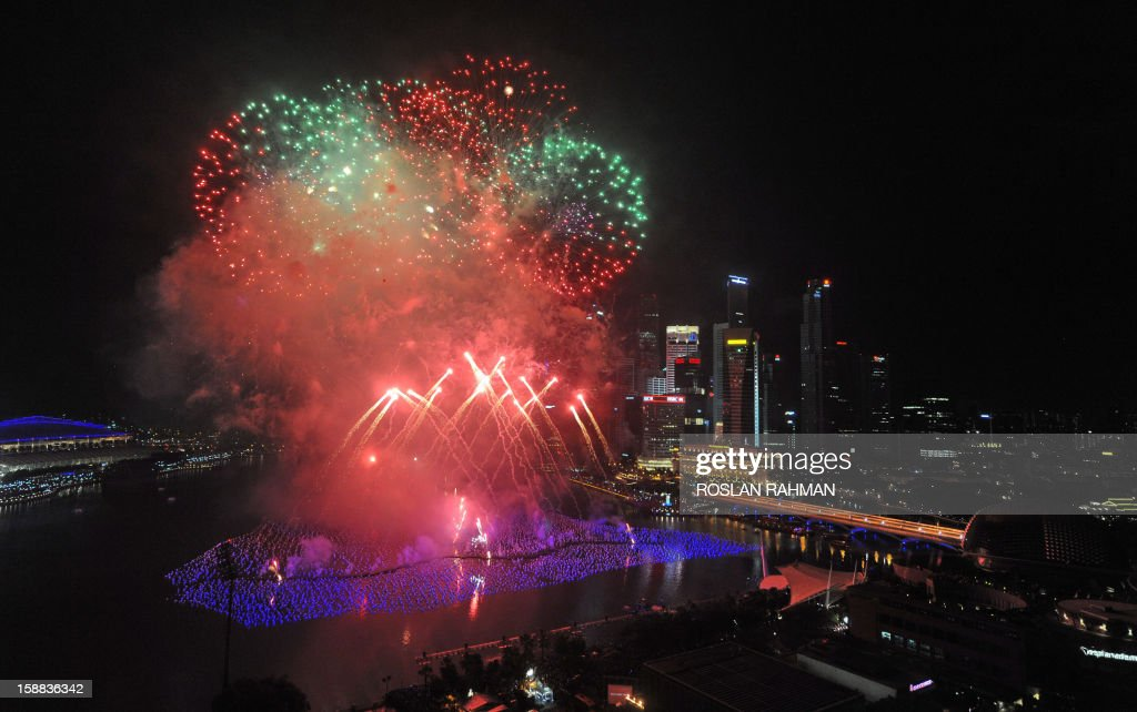 Fireworks illuminate the sky to usher the new year at the Marina Bay in Singapore on January 1, 2013. The spectacular fireworks burst across the skyline as ten of thousand people watch the eight-minute display. AFP PHOTO/ROSLAN RAHMAN