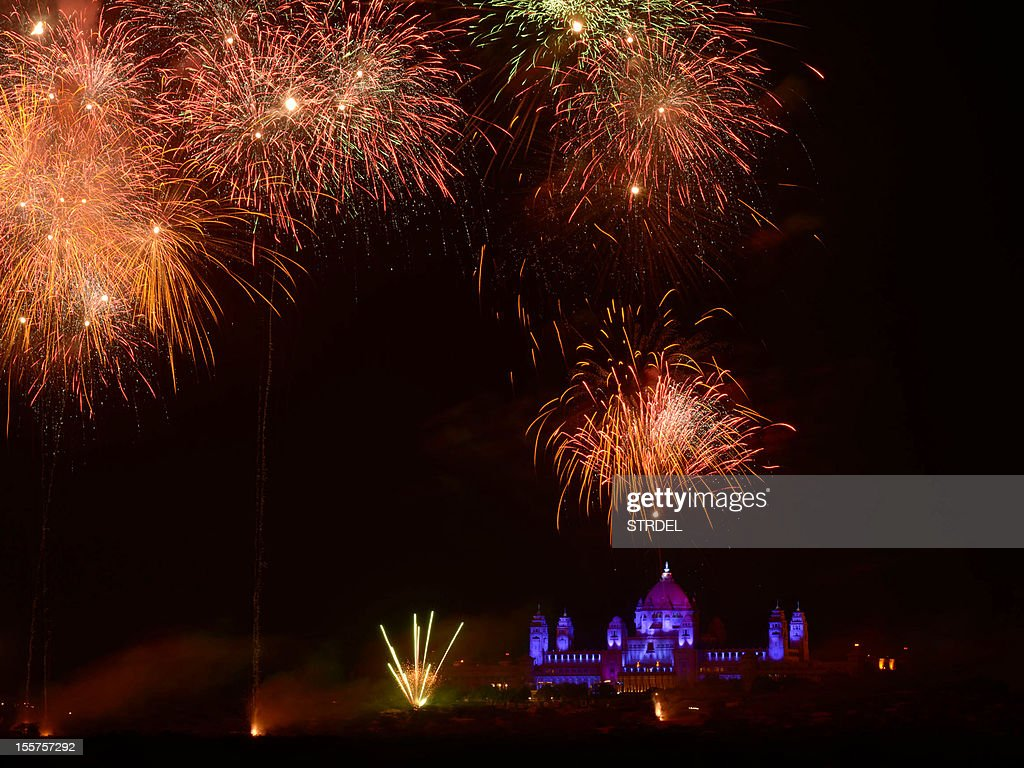 Fireworks light the night sky at the Umaid Bhawan palace hotel, venue of a birthday party arranged by supermodel Naomi Campbell for her Russian boyfriend Vladimir Doronin, after midnight early on November 8, 2012 as the party that began earlier in the evening November 7 continues. A star-studded guestlist including Kate Moss and Bob Geldof gathered in India Wednesday for a lavish 50th birthday party arranged by supermodel Naomi Campbell for her Russian billionaire boyfriend. AFP PHOTO/MOHAMMED SHARIF
