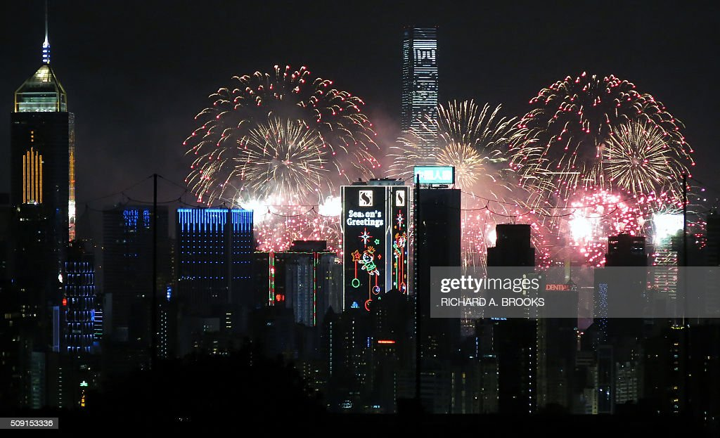 Fireworks light up the sky over the skyline and Victoria Harbour for celebrations marking the Lunar New Year in Hong Kong on February 9, 2016. AFP PHOTO / RICHARD A. BROOKS / AFP / RICHARD A. BROOKS