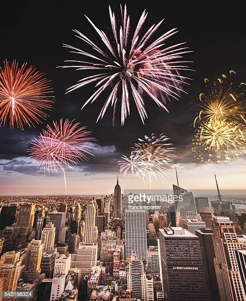Fuochi d'artificio su New York City per una giornata nazionale