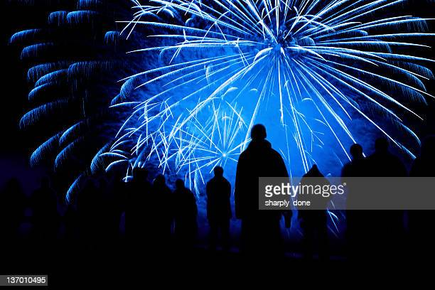 Espectáculo de fuegos artificiales silueta