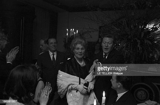 First At The Paris Theater Of 'La Contessa' By Maurice Druon With Elvire Popesco France le 7 mars 1962 la première de la pièce de théâtre 'La...