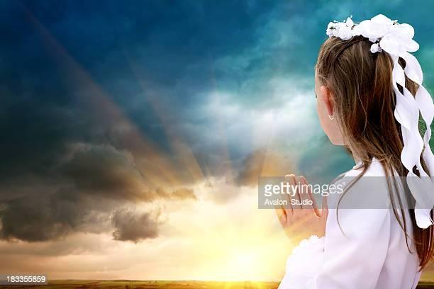 Prima comunione ragazza e Dio