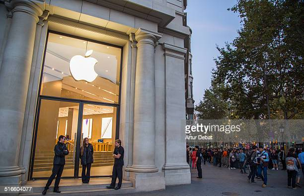 First day of the IPhone 6 and IPhone 6 Plus release in Spain with the first buyers waiting outside in a line in the Barcelona's city Apple Store...