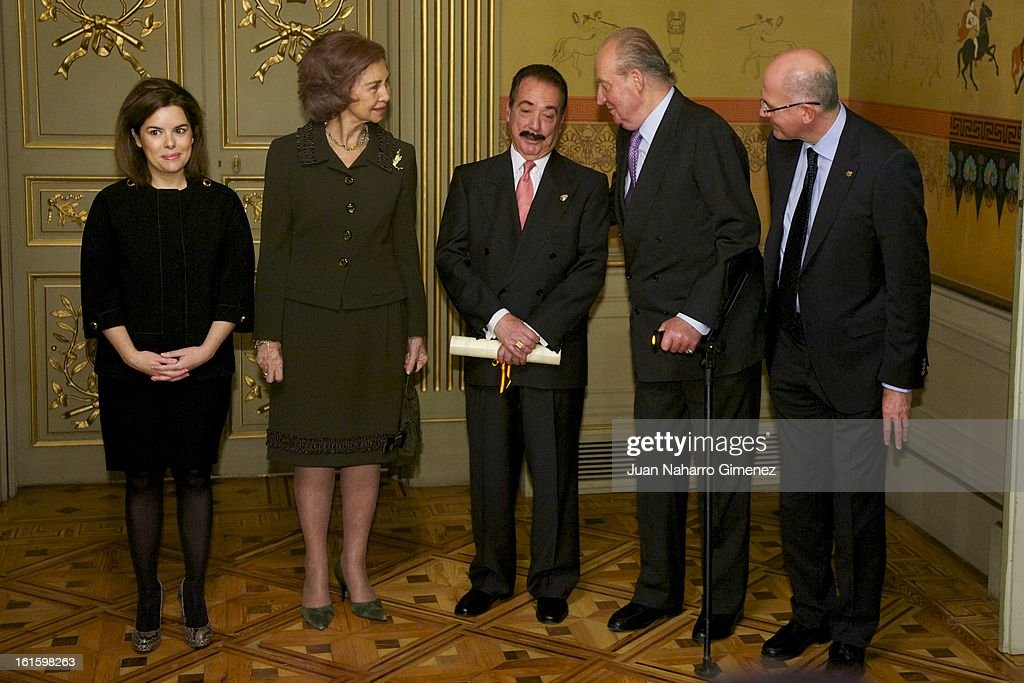 First deputy prime minister, government spokeswoman and minister of the prime minister's office <a gi-track='captionPersonalityLinkClicked' href=/galleries/search?phrase=Soraya+Saenz+de+Santamaria&family=editorial&specificpeople=5131705 ng-click='$event.stopPropagation()'>Soraya Saenz de Santamaria</a>, <a gi-track='captionPersonalityLinkClicked' href=/galleries/search?phrase=Queen+Sofia+of+Spain&family=editorial&specificpeople=160333 ng-click='$event.stopPropagation()'>Queen Sofia of Spain</a>, Juan Diez Nicolas and King Juan Carlos of Spain attend 'Sociology and Science Politics 2012 Awards' ( Premio Nacional de Solciologia Y Ciencia Politica 2012) at Zurbano Palace on February 12, 2013 in Madrid, Spain.