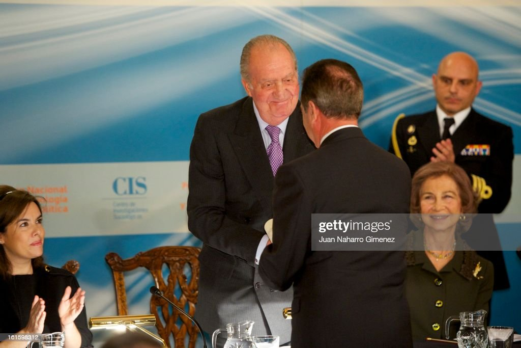 First deputy prime minister, government spokeswoman and minister of the prime minister's office <a gi-track='captionPersonalityLinkClicked' href=/galleries/search?phrase=Soraya+Saenz+de+Santamaria&family=editorial&specificpeople=5131705 ng-click='$event.stopPropagation()'>Soraya Saenz de Santamaria</a>, King Juan Carlos od Spain, Juan Diez Nicolas and <a gi-track='captionPersonalityLinkClicked' href=/galleries/search?phrase=Queen+Sofia+of+Spain&family=editorial&specificpeople=160333 ng-click='$event.stopPropagation()'>Queen Sofia of Spain</a> attend 'Sociology and Science Politics 2012 Awards' ( Premio Nacional de Solciologia Y Ciencia Politica 2012) at Zurbano Palace on February 12, 2013 in Madrid, Spain.
