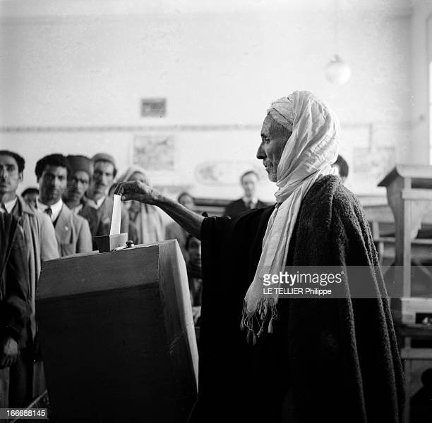 First Elections After Independence In Tunisia En Tunisie lors des premières élections après l'indépendance dans un bureau de vote un paysan tunisien...
