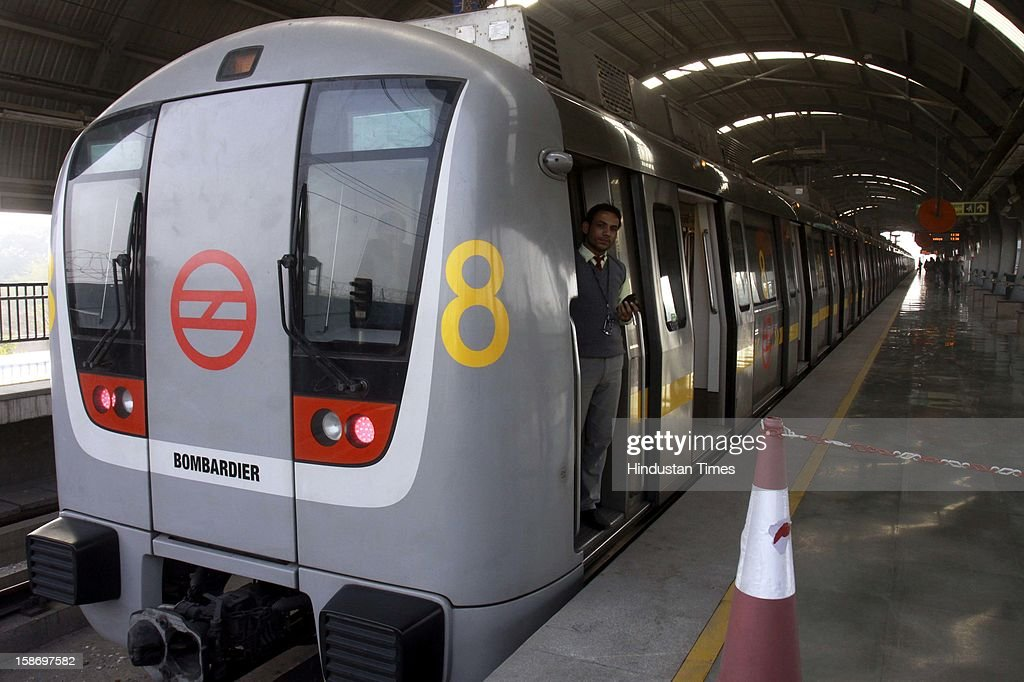First ever 8 coach metro started between Qutub Minar and Vishwavidalaya metro stations on Jahangirpuri – HUDA City center corridor on December 24, 2012 in New Delhi, India. DMRC introduced 8 coaches Metro today to mark the completion of 10 years of its operations.
