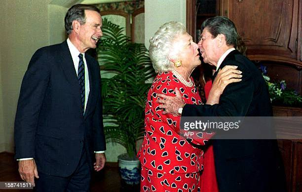 First Lady Barbara Bush kisses former US President Ronald Reagan goodbye after US President George Bush paid a visit to the former First Family 17...