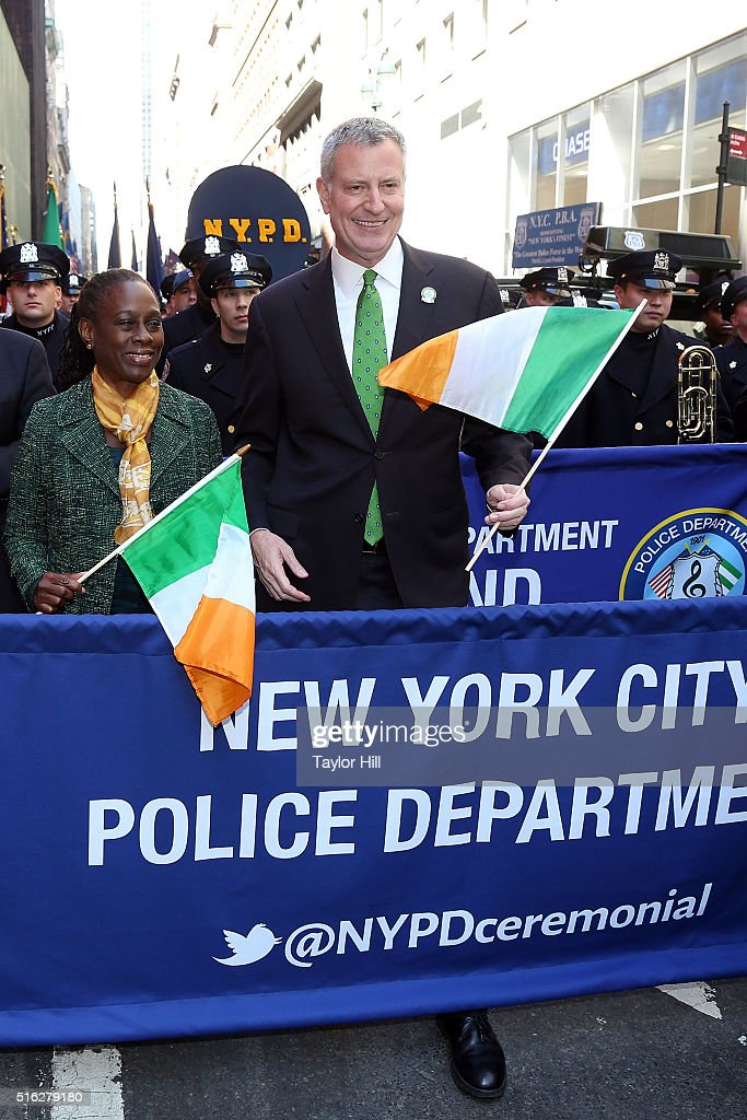 First Lady Chirlane McCray and mayor Bill de Blasio marches up 5th Avenue during the 2016 St. Patrick's Day Parade on March 17, 2016 in New York City.
