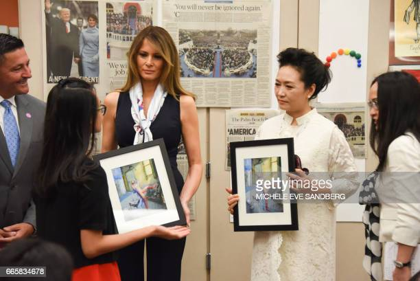 US First Lady Melania Trump and visits Bak Middle School for the Art in West Palm Beach Florida on April 7 201717 / AFP PHOTO / Michele Eve Sandberg