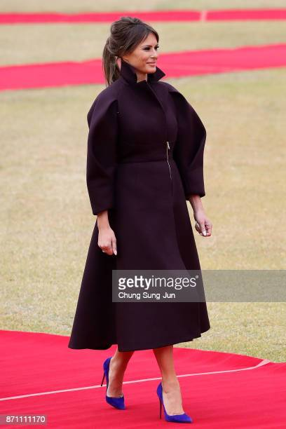 US First Lady Melania Trump during a welcoming ceremony held at the presidential Blue House on November 7 2017 in Seoul South Korea Trump is in South...