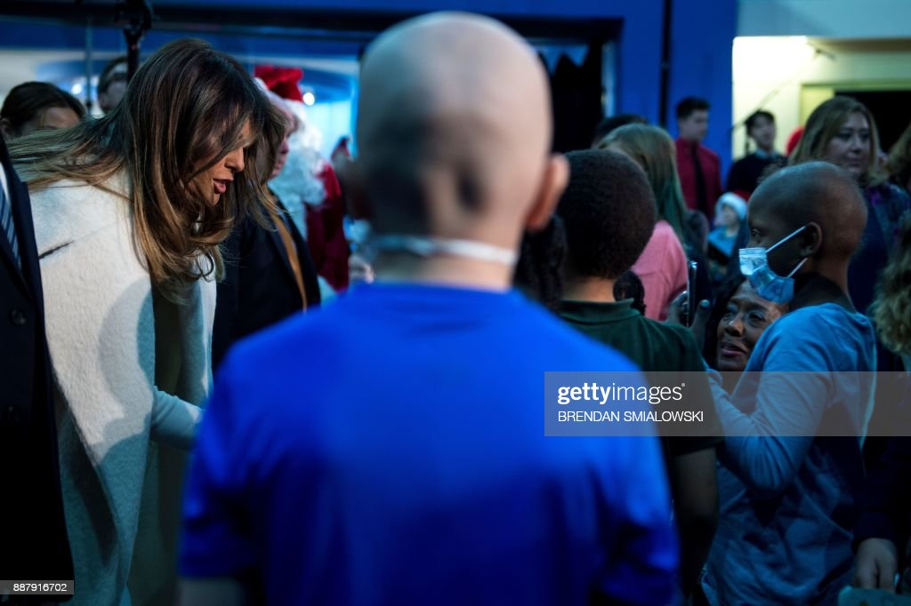 US first lady Melania Trump greets young patients after reading to them at Children's National Medical Center December 7, 2017 in Washington, DC. / AFP PHOTO / Brendan Smialowski