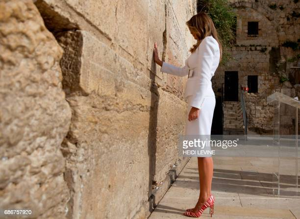 First Lady Melania Trump visits the Western Wall the holiest site where Jews can pray in Jerusalems Old City on May 22 2017 / AFP PHOTO / POOL /...