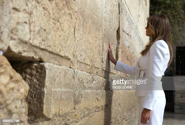 US First Lady Melania Trump visits the Western Wall the holiest site where Jews can pray in Jerusalems Old City on May 22 2017 / AFP PHOTO / POOL /...