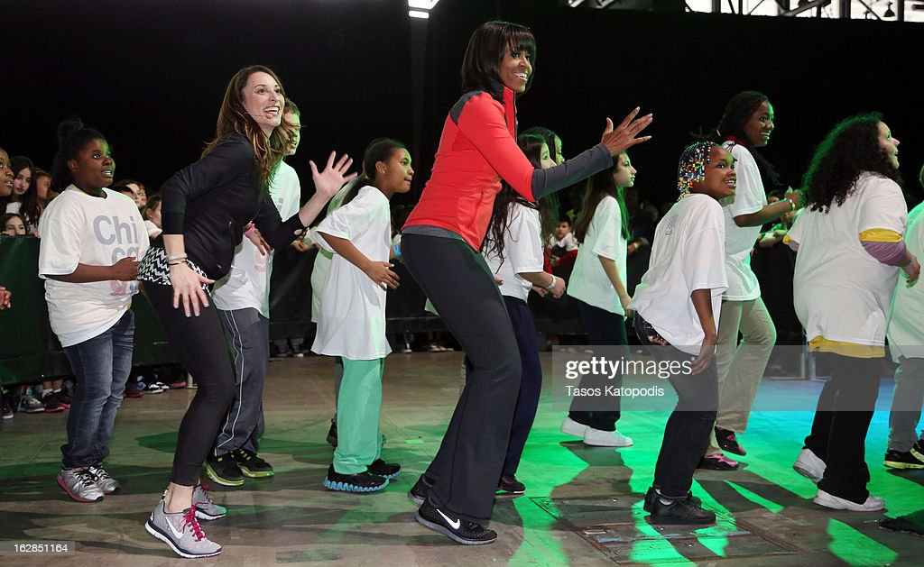 First lady <a gi-track='captionPersonalityLinkClicked' href=/galleries/search?phrase=Michelle+Obama&family=editorial&specificpeople=2528864 ng-click='$event.stopPropagation()'>Michelle Obama</a> (5th L) dances with school children during a debut of a school exercise program February 28, 2013 in Chicago, Illinois. Obama unveiled a new initiative called 'Let's Move Active Schools' to help schools create a physical activity programs for students.