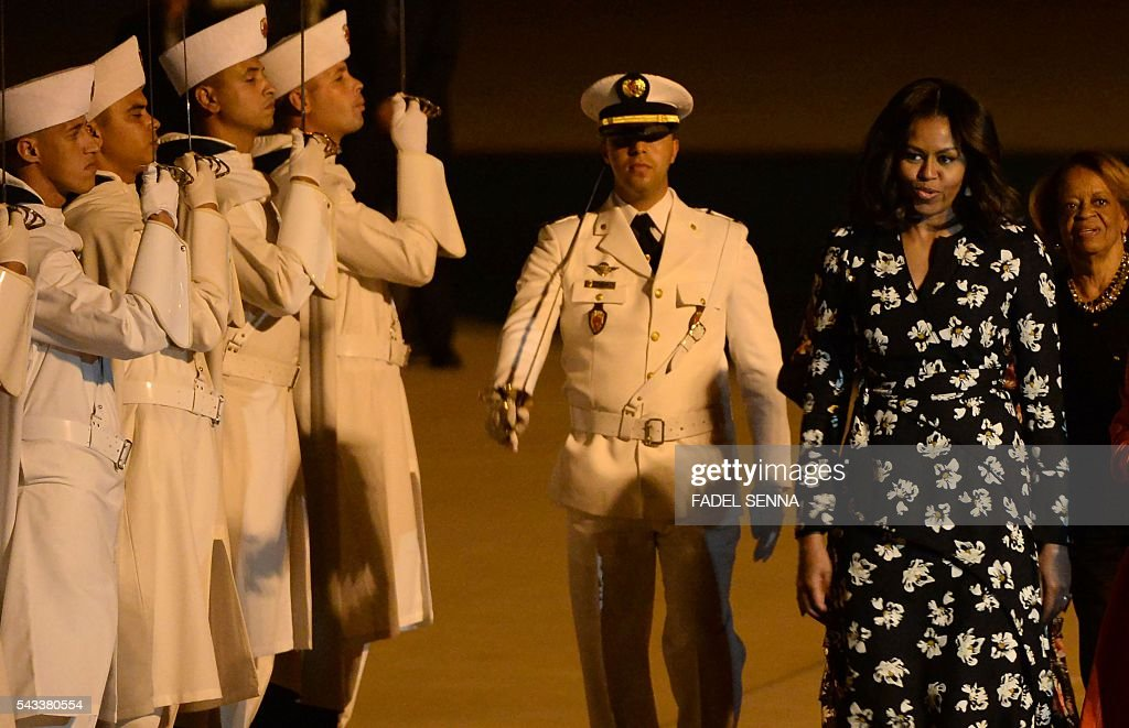 US first lady Michelle Obama is welcomed at the Marrakech International Airport, on June 28, 2016. / AFP / FADEL