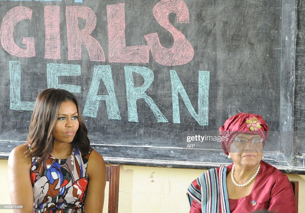 USA first lady Michelle Obama (L) looks on as she visits a woman education program in Monrovia on June 27, 2016. US First Lady Michelle Obama told girls in Liberia on Monday to fight to stay in school, as she visited the west African country where the vast majority drops out due to financial pressures. / AFP / OLIVIER