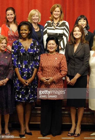 US First Lady Michelle Obama poses with Kristiani Herawati Carla Bruni Sarkozy Sarah Brown Laureen Harper Yukio Hatoyamaand Filippa Reinfeldt and...