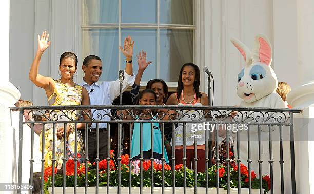 First lady Michelle Obama President Barack Obama Sasha Obama Michelle Obama's mother Marian Robinson and Malia Obama arrive for the White House...