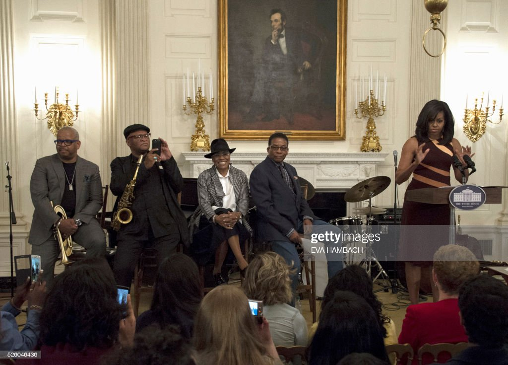 US First Lady Michelle Obama (R) shares the stage with (from L-R) trumpet player Terrence Blanchard, saxophonist Bobby Watson, vocalist Dee Dee Bridgewater and pianist Herbie Hancock as she addresses an audience of high school students during the History of Jazz Student Workshop at the White House as part of the International Jazz Day celebration in Washington, DC on April 29, 2016. / AFP / EVA