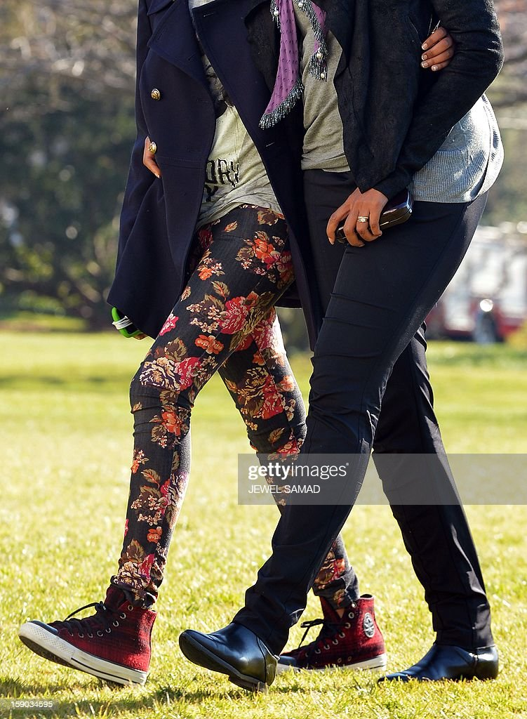 US First Lady Michelle Obama walks with her daughter Sasha upon their return at the White House in Washington, DC, on January 6, 2013. US President Barack Obama and his family returned in Washington, DC, from Hawaii where they had spent a Christmas vacation. AFP PHOTO/Jewel Samad