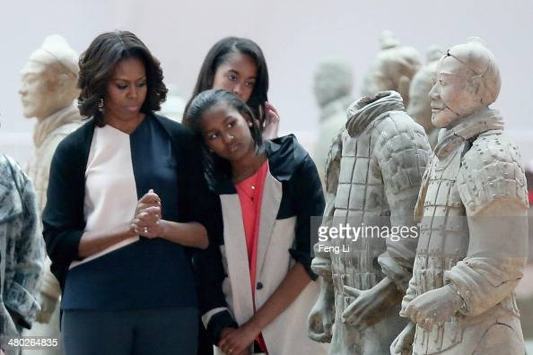XI'AN CHINA MARCH 24 First Lady Michelle Obama with her daughters Malia Obama and Sasha Obama visit Museum of Terracotta Warriors during a visit to...