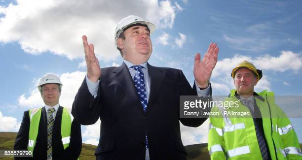 First Minister Alex Salmond with Chief Executive of Airtricity Paul Dowling and Chief Operating officer Scottish and Southern Energy Colin Hood...