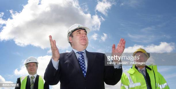 CROP First Minister Alex Salmond with Chief Executive of Airtricity Paul Dowling and Chief Operating officer Scottish and Southern Energy Colin Hood...