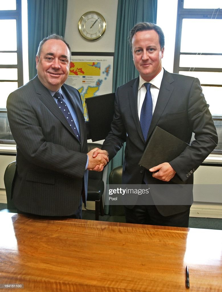 First Minister of Scotland Alex Salmond shakes hands with Prime Minister David Cameron after signing a referendum agreement at St Andrew's House in Edinburgh on October 15, 2012 in Edinburgh, Scotland