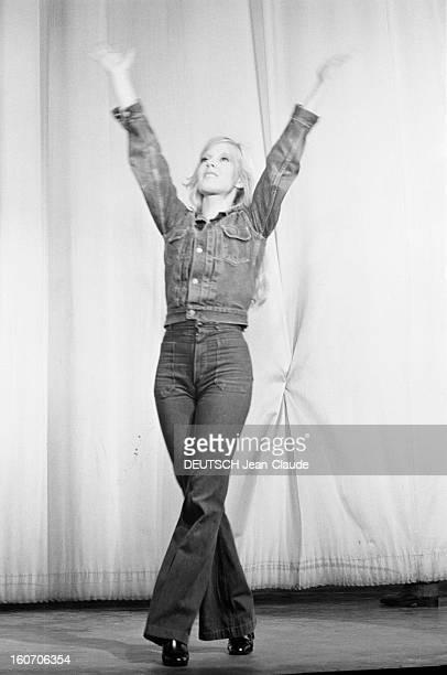 First Of Sylvie Vartan At The Olympia En France à Paris le 22 septembre 1970 lors de son premier concert dans la salle de l'Olympia Sylvie VARTAN...