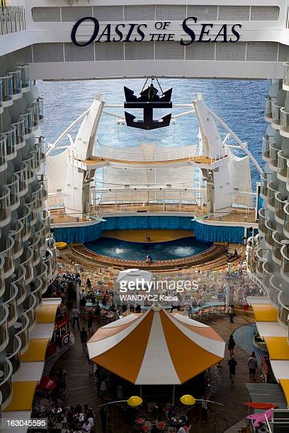 First Of The Cruise 'Oasis Of The Seas' L''Oasis of the Seas' le plus gros bateau de croisière du monde jamais construit à ce jour a été inauguré le...