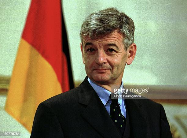 First trip of Federal Foreign Minister Joseph FISCHER to Paris London and Warsaw Our picture shows Joschka Fischer during a press conference within...