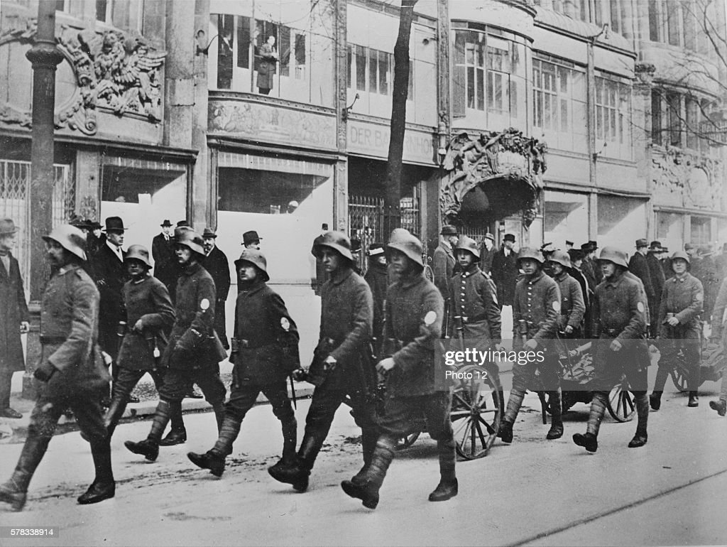 First World War Defection of German marines in Berlin a few days before the November armistice in 1918 The crews of the battleships at Hambourg and...