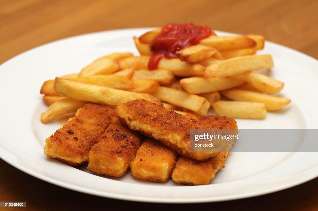 Fischstäbchen mit Pommes frites : Foto de stock