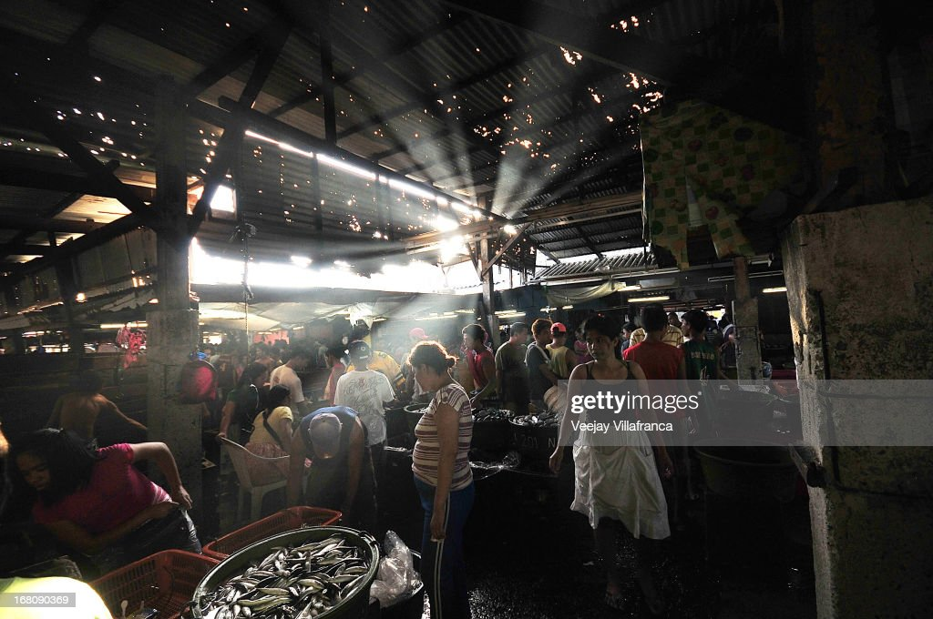 Fish vendors display their catch inside the wet market along the Coastal road on May 5, 2013 in Manila, Philippines. Around 13,000 hectares of the coastal area is to be recalimed and developed under the Public Private Partnership (PPP) of the Philippine government.