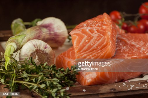 Pescado con verduras y especias : Foto de stock