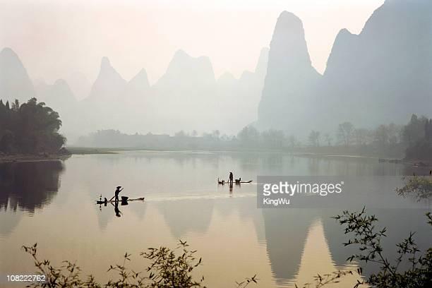 漓江では、漁師のボート