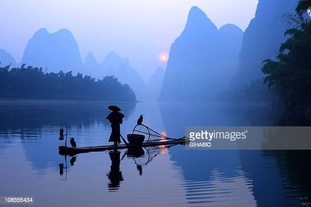 漓江上の漁師