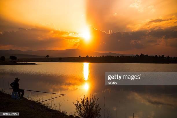 Fisherman-silhouette bei Sonnenuntergang