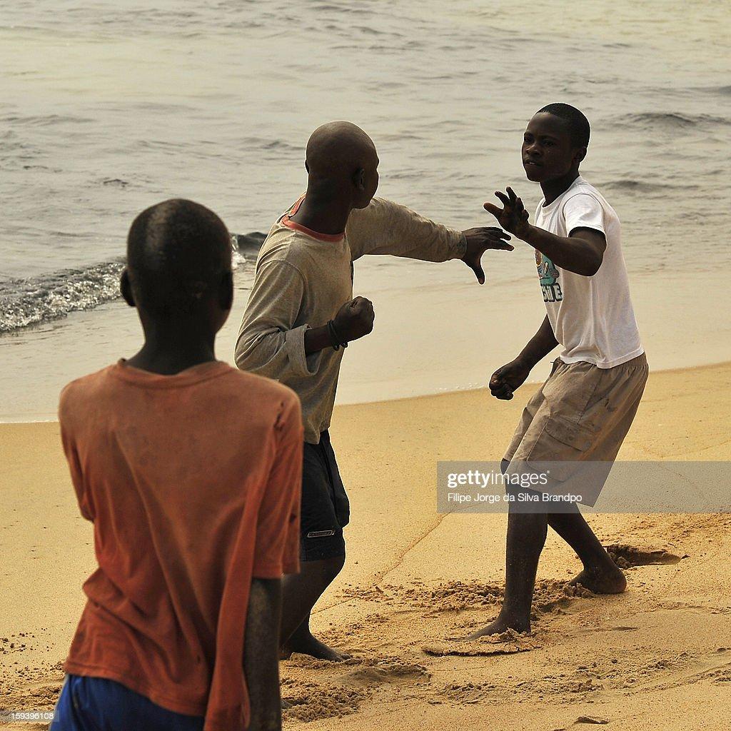 CONTENT] Fishermen of Macaca Beach fighting, Baia Farta, Benguela, Angola