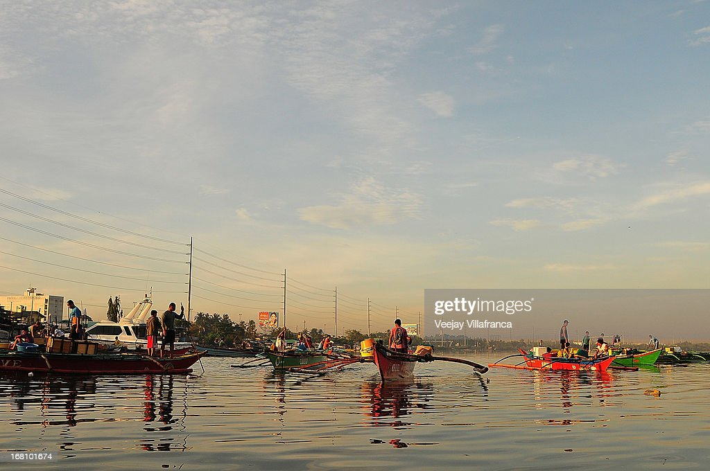 Fishermen row their boats near Freedom Island on May 5, 2013 in Manila, Philippines. Around 13,000 hectares of the coastal area is to be recalimed and developed under the Public Private Partnership (PPP) of the Philippine government.