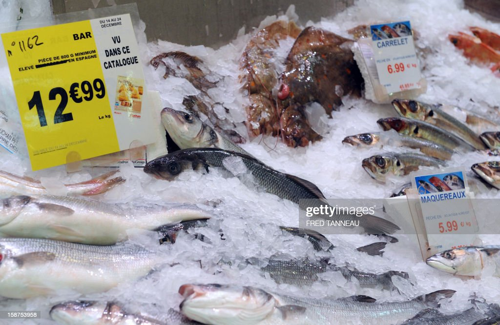 Fishes are seen at a stand of a supermarket Auchan on December 27, 2012 in Saint-Sebastien-sur-Loire, western France. AFP PHOTO / FRED TANNEAU