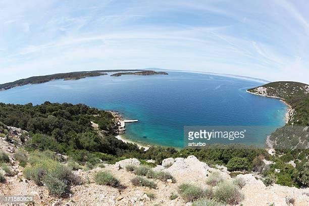 fisheye 地中海島の海の景色とビーチ Krk クロアチア
