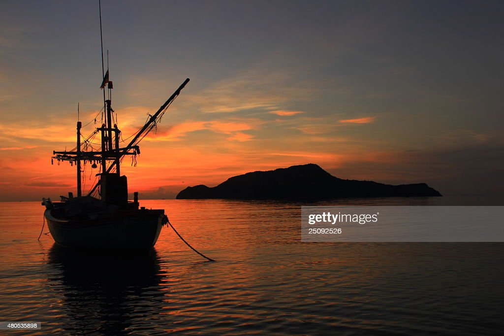 Fishing boat and sunrise : Stockfoto