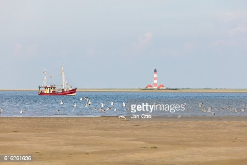 Fishing boat in front of Westerhever, Germany : Foto de stock